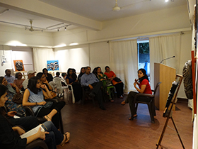Rashmi engaging the audience in her passion of sculpting