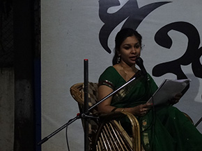 Shruti Vishvkarma captured the attention of the audience with her very sweet voice - a classical musician.
