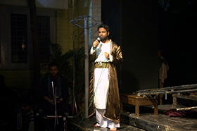 Playwright & actor Om Bhutkar thanks the audience