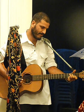 Mohammad Muneem on vocals & guitar